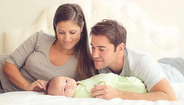 Важно, чтобы пеленание младенца не было слишком тугим и обеспечивало свободное положение ножек, чтобы они находились в естественном состоянии сгибания. Это позволит предупредить дисплазию и вывих тазобедренного сустава.