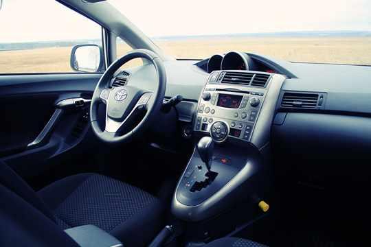 Компактвэн Toyota Verso